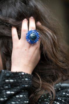 anello realizzato con cabochon in fimo, perline Myuki e cristalli swarovski