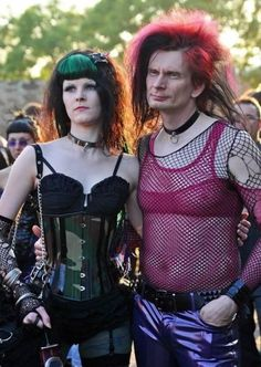 Pictures of Weird People Will Make you Scream for Clarification Pics) Halloween Costumes Women Scary, Funny Photos Of People, Funny Pictures, Concert Fashion, People Videos, Fashion Fail, Gothic Rock, Crazy People, Collection