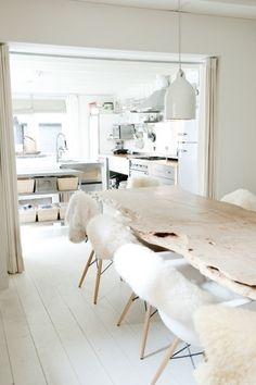 All white kitchen and dining. The sheepskin chair covers are a warm and inviting decor idea. Home Decor Salle à manger Dining Room Inspiration, Interior Inspiration, Dining Area, Kitchen Dining, Kitchen Wood, Dining Rooms, Dining Tables, Kitchen Ideas, Home Interior