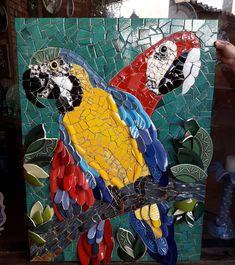 Depois de mto trabalho, carinho e dedicação ai estão elas!!!! Feita pela minha aluna Ivani Silva!!! Estou apaixonada!!!! #ararasmosaico #mosaico #mosaicopicassiette #painelmosaico