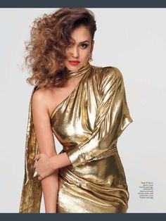 Jessica Alba poses in Ralph & Russo gold gown with Louis Vuitton earrings Jessica Alba Hot, Jessica Alba Style, Jessica Alba Pictures, Nathalie Portman, Gold Gown, Ralph And Russo, Instyle Magazine, Metallic Dress, Metallic Clothing