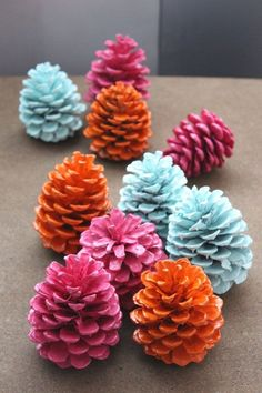 Customize pine cones for different seasons and occasions by painting them. All i… Customize pine cones for different seasons and occasions by painting them. All it takes is a little prep work to make sure you get the best painting… Continue Reading → Kids Crafts, Fall Crafts, Holiday Crafts, Crafts To Make, Christmas Diy, Craft Projects, Arts And Crafts, Christmas Ornaments, Nature Crafts