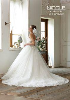 39d4e1cb88a01  福岡県久留米市 ホテルニュープラザKURUME・ウェディング ウェディングドレス・人気のNICOLEのドレス