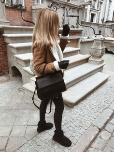 in 2019 Outfits Otoño, Cute Casual Outfits, Simple Outfits, Pretty Outfits, Fashion Outfits, Beautiful Outfits, Ugg Mini Boots, Duck Boots Outfit, Elegant Outfit