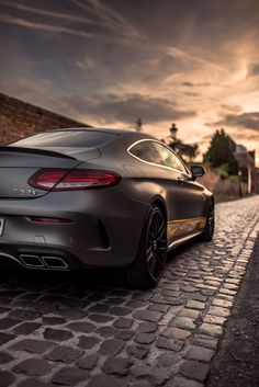 When the sun sleeps, it wakes. Let the Mercedes-AMG C 63 Coupe be your companion. 📸 Mike Crawat [Mercedes-AMG C 63 S Mercedes Benz Amg, Benz C, Mercedes Mclaren, Mercedes C Class Coupe, Mercedes Sport, Mercedes Models, Land Rover Auto, Bugatti, Volkswagen