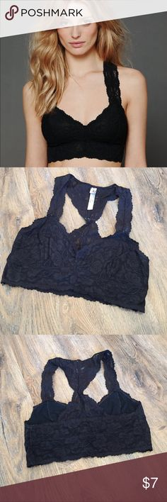 Free People Lace Racerback Bralette Stretchy floral lace racerback bralette with mesh lining and scalloped edges // 85% Nylon 15% Spandex // perfect condition // worn once // willing to bundle // ‼️ Accepting Offers ‼️ Free People Intimates & Sleepwear Bras