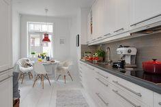 Un apartamento nórdico con suelo de madera y baldosa hidráulica | La Garbatella: blog de decoración de estilo nórdico, DIY, diseño y cosas bonitas.