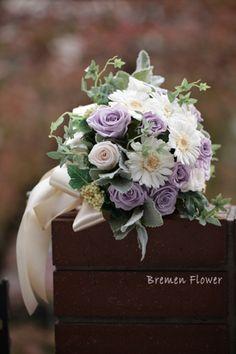 ガーベラのナチュラルブーケ|プリザーブド 色ブーケ|ブレーメンウェディング Natural Garden, Flower Arrangements, Floral Wreath, Wreaths, Purple, Nature, Flowers, Wedding, Color