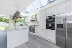 Browse images of Modern Kitchen designs by CATO creative. Find the best photos for ideas & inspiration to create your perfect home. White Kitchen Backsplash, White Kitchen Island, Refacing Kitchen Cabinets, Kitchen Flooring, Kitchen Islands, Kitchen Faucets, Kitchen Drawers, Backsplash Ideas, Kitchen Interior