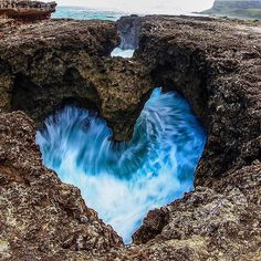 Heart-shaped tidal pool. Oahu, Hawaii, USA.