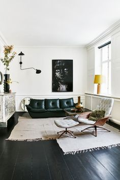 forest green leather sofa (Italiensk glamour i København)