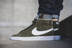 The Nike Blazer Mid Premium Green Colorway Sneaker Outfits, Sneakers Fashion Outfits, Fashion Shoes, Mens Fashion, Sneakers Mode, Puma Sneakers, New Sneakers, Green Sneakers, Suede Sneakers