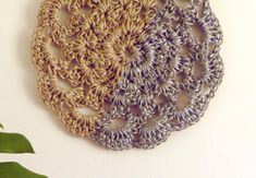 Have you noticed that natural jute decor is bang on trend right now? In this tutorial, you'll learn how to crochet the rounds and create a stunning contrast between the natural jute and metallic. Crochet Wall Art, Crochet Home Decor, Crochet Crafts, Crochet Tutorials, Crochet Stitches Free, Crochet Rug Patterns, Sisal, Coaster Crafts, Wall Hanging Crafts