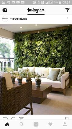 40 Beautiful Living Green Walls You Can Copy Feed your design ideas with these beautful green wall designs. 40 living green wall ideas you can copy now. Style At Home, Living Room Decor, Living Spaces, Living Walls, Dining Room, Interior And Exterior, Interior Design, Kitchen Interior, Lobby Interior