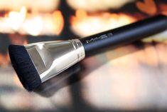 MAC 163 Flat Contour Brush