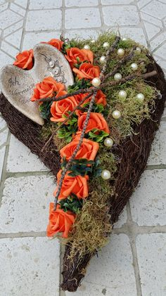 Trauerfloristik – mal anders – Trauerfloristik kann und darf genauso individuell… Funeral floristry – with … Grave Flowers, Cemetery Flowers, Funeral Flowers, Funeral Arrangements, Flower Arrangements, Twig Crafts, Cemetery Decorations, Garden Workshops, Sympathy Flowers