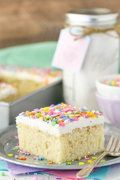 Such a moist and easy cake to put together! With a pr… Homemade Vanilla Cake Mix! Such a moist and easy cake to put together! With a printable tag! Cake Recipes With Oil, Homemade Cake Recipes, Cupcake Recipes, Cake Recipes With Vegetable Oil, Easy Homemade Cake, Vanilla Sheet Cakes, Vanilla Cake Mixes, Vanilla Cake Recipes, Jar Food Gifts