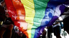 Apesar de todo o alarido na comunicação social, não se encontraram genes relacionados com a homossexualidade, nem tão pouco se pode afirmar que estes existam de facto. A descoberta de genes que jus...