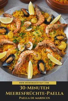Meeresfrüchte-Paella {Advertising} It's so easy . a really delicious seafood - you can really cook paella in a very short time. Feel like eating in Spain. A good wine and then the pae Easy Spanish Paella Recipe, Spanish Seafood Paella, Shellfish Recipes, Shrimp Recipes, Chefs, Healthy Cooking, Healthy Recipes, Travel Blog, Food Travel