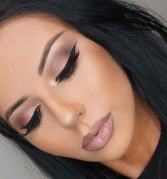 Stunning Eyes and Lips Makeup Ideas