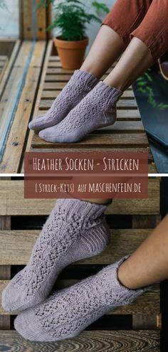 """Die Socken """"Heather"""" von Ash Alberg für das Laine Magazine 08 werden von der Spitze zum Bündchen mit hübschem Spitzenmuster gearbeitet. In der Größe und Länge können die Socken durch mehr oder weniger Widerholungen des Charts problemlos angepasst werden. High Socks, Fingerless Gloves, Arm Warmers, Slippers, Fashion, Knitting Socks, Graphics, Wardrobe Closet, Wool"""