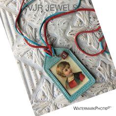 VJR JEWELS necklace , I framed the antique litho in suede € 65,-