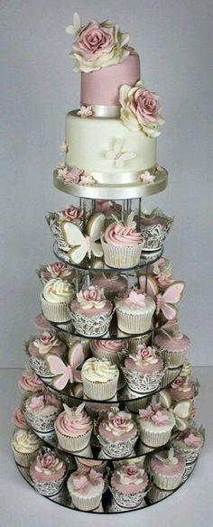 Tortas y t artas para bodas  La gran tendencia en tortas es convinarlas con cokes, utilizando chocolates frutas golosinas, junto a cintas ...