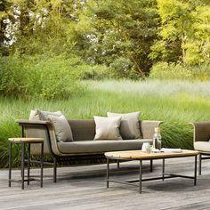 Un canapé de jardin design, Vincent Sheppard Sofa Seats, Lounge Sofa, Seat Cushions, Wicker Furniture, Outdoor Furniture Sets, Outdoor Lounge, Outdoor Decor, Outdoor Areas, Chair Side Table