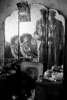 Patrick Ward : A Pearlie King and Queen in their London home, England. Inspiration for black and white theme. London History, British History, Vintage London, Old London, Old Photos, Vintage Photos, New Television, East End London, Messy Nessy Chic