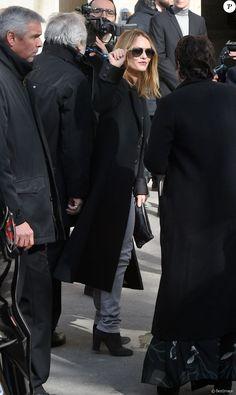Fashion Week : Carla Bruni et Vanessa Paradis concluent la semaine en beauté Carla Bruni, Vanessa Paradis, Mode Chanel, Kindred Spirits, Fashion Week, Karl Lagerfeld, Marie, Singer, Grand Palais