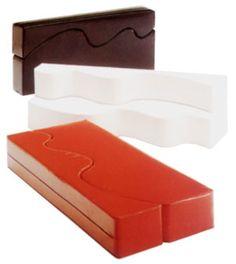 Couches - Archizoom Associati - R 20th Century Design. Description: Archizoom. 'Superonda', designed in 1966. H. 108 (70) x 240 x 35 (70) cm. Made by Archizoom Associatio, Milan (attributed), c. 1966-68. Polyurethane foam, plastic covers in red, black and white.