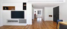 הגבלת צפייה: כל הדרכים העיצוביות להחביא את הטלוויזיה | בניין ודיור