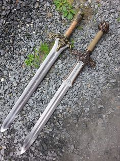 Wolverine Bone Claws - Hand Sculpted and Distressed - Comfortable and Easy to Assemble! Barbarian Movie, Conan The Barbarian, Swords And Daggers, Knives And Swords, Fantasy Weapons, Fantasy Warrior, Sword Hilt, Vikings, Lightsaber