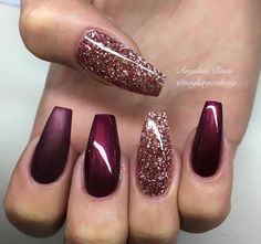 Ballerina Nägel Gel Matt Glitzer Bordeaux Dunkelrot You are in the right place about nails art Here we offer you the most bea Xmas Nails, Holiday Nails, Prom Nails, Christmas Nails Glitter, Holiday Nail Colors, Fall Nail Designs, Acrylic Nail Designs, Burgundy Nail Designs, Popular Nail Designs