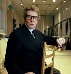 Yves Saint Laurent Avenue Marceau en janvier 2002 pour la préparation de sa dernière collection.  Photo Carlos Munoz Yagüe