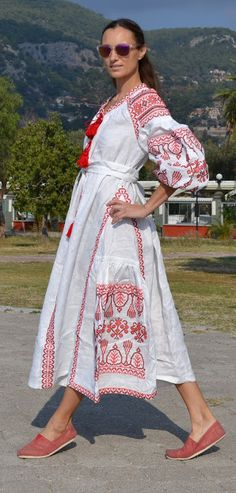 Beautiful embroidered quality linen, bohemian folk dress Please understand that this item is not mass produced, they are made to order. Although we can custom make any color and or style, they are eac Folk Fashion, Ethnic Fashion, Ukrainian Dress, Russian Fashion, Everyday Dresses, Unique Outfits, Embroidered Blouse, Comfortable Outfits, Traditional Dresses
