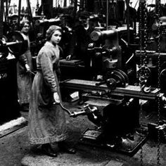 Image of women at milling machines during World War I European History, Women In History, American History, Milling Machine, Machine Tools, Workshop, Old Pictures, Vintage Pictures, The Old Days