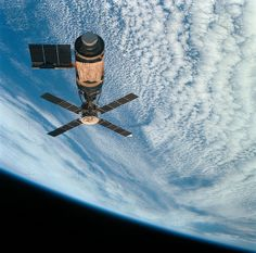 --- An overhead view of the Skylab space station cluster in Earth orbit as photographed from the Skylab 4 Command and Service Modules (CSM) during the final fly-around by the CSM before returning home. Cosmos, Nasa Space Program, Space Race, International Space Station, Space And Astronomy, To Infinity And Beyond, Space Shuttle, Deep Space, Space Exploration