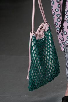 Eudon Choi at London Fashion Week Spring 2018 – Details Runway Photos – Crochet Bag İdeas. Fashion Moda, Fashion Bags, Trendy Fashion, Spring Fashion, Fashion Shoes, Versace Fashion, Fashion Check, Fashion Clothes, Runway Fashion