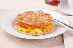 În diminețile zilelor de luni, cu siguranță preferi ceva rapid, care poate fi luat chiar la pachet. Îți propun un sandviș ușor, delicios și rapid: Hamburger, Sandwiches, Chicken, Ethnic Recipes, Food, Essen, Burgers, Meals, Paninis