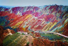 Радужные горы в Китае.