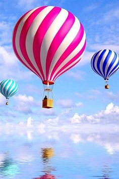 Gorgeous shot of hot air balloons in the sky reflected in the water Color Splash, Wallpaper Fofos, Air Ballon, Hot Air Balloons, Led Balloons, Balloon Rides, Balloon Party, Scenery, Places