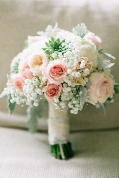 Bridal bouquet from Island House Charleston SC wedding http://trendybride.net/the-island-house-charleston-sc-real-wedding/ {trendy bride}