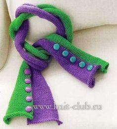 Оригинальный вязанный спицами шарф
