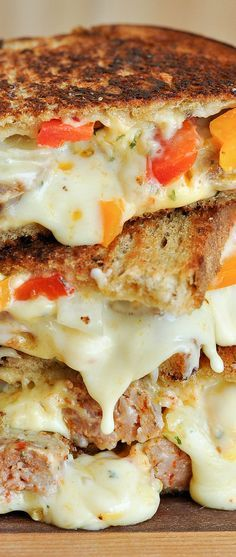 Sausage and Pepper Chipotle Grilled Cheese: tasty sausage and peppers packed into the cheesiest, meltiest grilled cheese ever! It's the best! Grilled Sandwich, Soup And Sandwich, Sandwich Recipes, Cake Recipes, Tacos, Tostadas, I Love Food, Good Food, Yummy Food