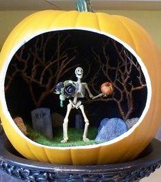 The Spooky World of Halloween Pumpkin Dioramas Halloween Pumkin Ideas, Soirée Halloween, Holidays Halloween, Halloween Decorations, Halloween Quotes, Pumpkin Art, Pumpkin Crafts, Pumpkin Ideas, Halloween Diorama