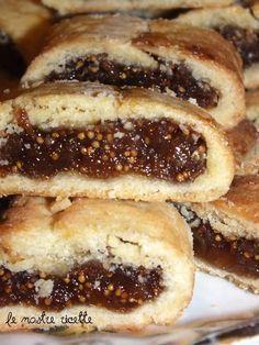 Questo delizioso biscottino ripieno, ricorda il biscotto ai fichi che mangiavo da bambina, ha un solo difetto...crea dipendenza!!! Ecco...