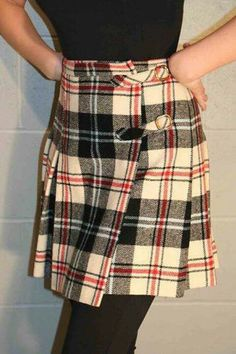 """Pleated kilt by Bobbie Brooks -- I had one with a huge decorative """"safety pin"""" on the flap. Moda Fashion, 70s Fashion, Vintage Fashion, School Fashion, My Childhood Memories, Great Memories, Childhood Images, Tartan, Pleated Skirt"""