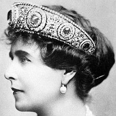 Royal Style: Queen Mary of Romania wearing a Cartier platinum, diamond- and sapphire-set tiara which once belonged to Grand Duchess Maria Pavlovna, Royal Tiaras, Royal Jewels, Tiaras And Crowns, Crown Jewels, Royal Crowns, Diamond Tiara, Sapphire Diamond, Lovers Knot Tiara, Princess Caroline Of Monaco