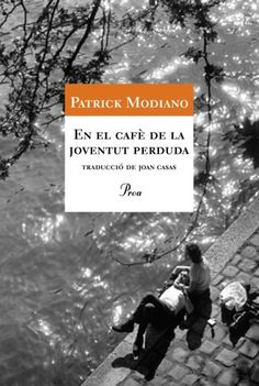 """En el cafè de la joventut perduda. MODIANO, Patrick. """"En el cafè de la joventut perduda Modiano ens situa als primers anys seixanta al cafè Condé, prop del Carrefour de l'Odéon. Aquest local representa una destil·lació de molts cafès reals, punt de trobada de la bohèmia literària i universitària. Entre els personatges habituals del Condé hi ha la Louki, una dona misteriosa que desapareix d'un dia per l'altre sense dir res."""" #enseltraieudelesmans?"""